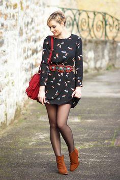 Artlex fashion blog / Blog mode / street look / street style / blogueuse mode / fashion blogger / ootd / outfitoftheday / Robe Plume / sacoche écolière / Be design salon de beauté / Bottines Bobbies / ceinture ethnique / chignon / tresse @Bobbies