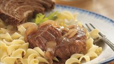 Bavarian Style Round Steak with Red Onions and Noodles - It's easy to bring Old-World flavor to your dinner table! Just turn to savory round steak conveniently prepared in a slow-cooker. Slow Cooker Recipes, Crockpot Recipes, Cooking Recipes, Lamb Recipes, Cooking Ideas, Healthy Cooking, Yummy Recipes, Soup Recipes, Healthy Food