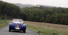 Ne reste plus maintenant qu'à passer derrière le volant de notre Burton. Alors, comme toujours, on monte «debout» dans l'auto sans prendre appui sur le pare-brise, avant de se laisser glisser dans les baquets de notre version d'essai. Une petite pression sur le bouton de démarreur, et en route… Une fois que le moteur s'ébroue, l'auto ne peut absolument plus nier (si tant est qu'elle le voudrait) la provenance de ses entrailles tant le son du bicylindre Citroën est caractéristique. L'auto…