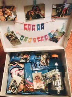 Birthday Presents For Friends, Birthday Gifts For Boyfriend Diy, Cute Birthday Gift, Birthday Gift Baskets, Happy Birthday Gifts, Friend Birthday Gifts, Cute Boyfriend Gifts, Birthday Box, Best Friend Birthday Basket
