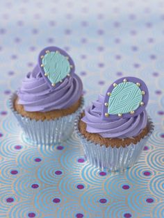 #CakeDecorating Matching #Cupcakes for the Textured Peacock #Cake #LearnWithUs #Issue17