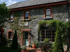 KILLARNEY Coach House, Ireland