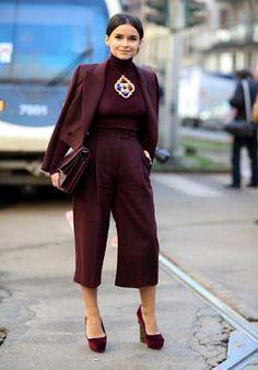 マルサラ色のパンツスーツはおしゃれ上級者♡レディースパンツスーツのコーデ♪スタイル・ファッションの参考に♪