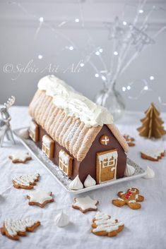 B& Chalet (For& noire) - Amuses bouche Holiday Cakes, Christmas Desserts, Christmas Baking, Christmas Cookies, Christmas Time, Blue Christmas Decor, Christmas Trends, Winter Torte, Pumpkin Spice Cupcakes