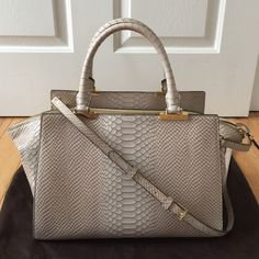 Henri Bendel Bag Beautiful, spacey, elegant looking bag. Color is off white with a hint of tan/brown. It's called perfection. You can carry it with or without the body strap. New condition. Gold hardware. NO trade. Available for less through Ⓜ️ercari henri bendel Bags Shoulder Bags