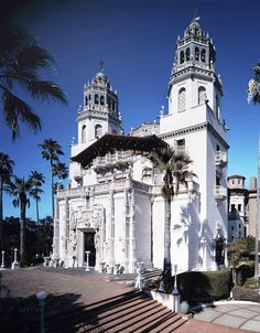 See examples of the Spanish architectural style and famous Spanish landmarks.