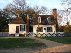 The Historic Area of Colonial Williamsburg includes 88 original 18th-century structures and hundreds of houses, shops and public outbuildings that have been reconstructed on their original foundations.