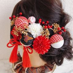 Japanese Colors, Japanese Fabric, Japanese Kimono, Hair Arrange, Kimono Pattern, Kanzashi Flowers, Yukata, Handmade Crafts, Hair Clips