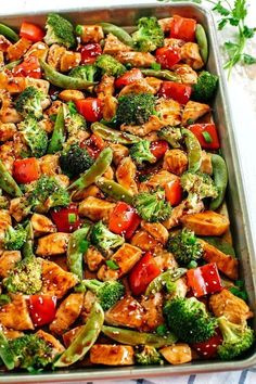 This Sheet Pan Sesame Chicken and Veggies makes the perfect weeknight dinner that's healthy, delicious and easily made all on one pan in under 30 minutes! Perfect recipe for your Sunday meal prep too! food recipes Sheet Pan Sesame Chicken and Veggies Healthy Dinner Recipes For Weight Loss, Healthy Supper Ideas, Healthy Dinner Meals, Easy Meals For Dinner, Ideas For Supper, Healthy Recipes For Dinner, Heart Healthy Meals, Clean Eating Dinner Recipes, Healthy Delicious Recipes