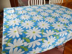 vintage tablecloth, white daisies, vintage table linens, floral design, round/oval 66 x 64, farm kitchen, cottage, shabby chic