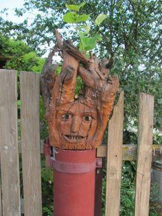 Ein geschnitzter Baumstumpf.