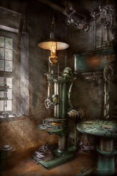 Mike Savad - Machinist - Where inventions are born Antique Tools, Old Tools, Vintage Tools, Antique Fans, Industrial Machine, Vintage Industrial, Machinist Tools, Blacksmith Shop, Garage Tools