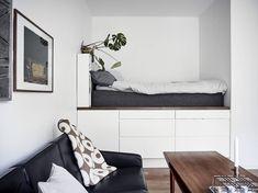 Handige oplossing voor klein wonen: opbergruimte onder je bed - Roomed Platform Bed With Storage, Bed Storage, Cozy House, Small Living, Entryway Bench, Bean Bag Chair, Interior Design, Bedroom, Furniture