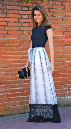 Simple t-shirt with a gorgeous, flowing long skirt. I'd love to wear this all day and lap up the girly compliments! Adorable.