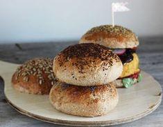 Pełnoziarniste bułki do burgerów 20 Min, Bagel, Hamburger, Recipies, Breads, Food, Recipes, Bread Rolls, Essen