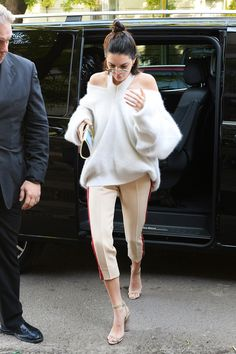 In A Cut-out Sweater, Cropped Pants And Ankle-Strap Heels - In Milan, 2017