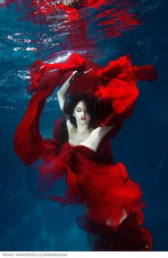 Lady in red, awesome underwater shoot. Underwater Model, Underwater Photoshoot, Underwater Art, Underwater Photography, Art Photography, Street Photography, Landscape Photography, Fashion Photography, Wedding Photography