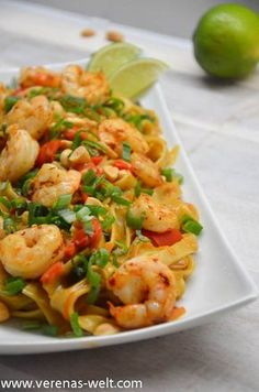 One Pot Pasta: Thai Erdnuss Nudeln Eintopfnudeln: Thai Erdnussnudeln & ° Verenas Welt ° The post Nudeln mit einem Topf: Thai-Erdnussnudeln & F O O O O O D appeared first on Shrimp recipes . Indian Food Recipes, Asian Recipes, Healthy Recipes, Ethnic Recipes, Healthy Food, Chinese Recipes, Hamburger Meat Recipes, Sausage Recipes, One Pot Meals