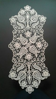 This Pin was discovered by Min Filet Crochet, Crochet Motif, Irish Crochet, Crochet Designs, Crochet Doilies, Crochet Lace, Hand Embroidery Patterns, Lace Embroidery, Lace Patterns