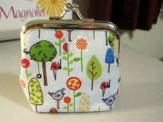 Sweet Bee Buzzings: Change is Good Purse Tutorial gute Bildbeschreibung Coin Purse Pattern, Coin Purse Tutorial, Purse Patterns, Sewing Patterns Free, Free Sewing, Sewing Tutorials, Handbag Tutorial, Sewing Ideas, Sewing Projects