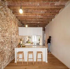 Renovated apartment in Les Corts by Sergi Pons