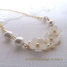 雪柳とコットンパールのネックレス Minne, Handmade Accessories, Handmade Necklaces, Beading, Pearl Necklace, Jewellery, Pearl, Beads