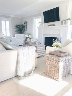 sharing some of my affordable farmhouse style living room decor in the weekly wrap up post. #farmhousestyle #livingroom