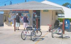 Pinecraft-Sarasota, FL - Many Amish visitors use oversized tricycles instead of horse-and-buggys to get around. Pennsylvania Dutch Recipes, Lancaster Pennsylvania, Amish Village, Amish Community, Places In Florida, Spiritual Beliefs, Sarasota Florida, Amish Country, Country Kitchen
