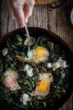 Simple Skillet Eggs with Kale and Leeks recipe || /thismessisours/