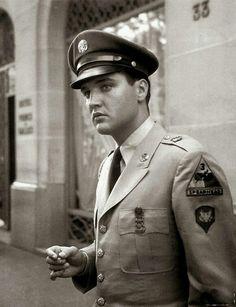 Elvis Presley Paris devant Hôtel Prince de Galles