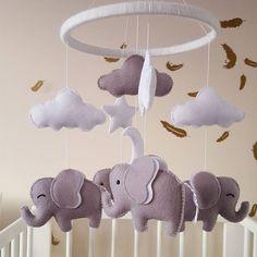 Handmade baby nursery mobile #babyshower #babygifts #etsyseller #etsyuk #cutehandmade #baby #babycute #babyitems #nurseydecor #nurserymobiles #modernnurserydecor #unisex #unisexitems #felt #elephant