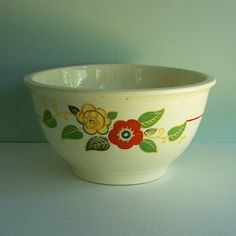 Kitchen Kraft Mixing Bowl with a Red & Yellow by Tparty Etsy Vintage, Vintage Shops, Vintage Items, Vintage Style, 1930s Kitchen, Vintage Kitchen, Vintage Dishes, Vintage China, Art Deco Kitchen