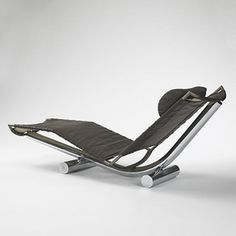 PAUL TUTTLE Chariot chaise Strӓssle International USA/Switzerland, 1972 leather, chrome-plated tubular steel 72 w x 24 d x 28 h inches