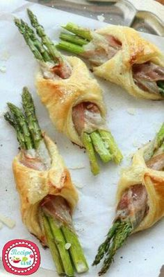 Spargel/Pancetta/Blätterteig party brunch Asparagus, Pancetta and Puff Pastry Bundles - Completely Delicious Easter Recipes, Appetizer Recipes, Dinner Recipes, Brunch Appetizers, Party Recipes, Finger Food Recipes, Brunch Finger Foods, Best Brunch Recipes, Brunch Foods