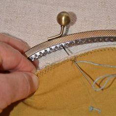 A Threaded Needle Purse Frames, Handles & Hardware Diy Coin Purse, Coin Purse Tutorial, Pouch Tutorial, Diy Clutch, Diy Tutorial, Tutorial Sewing, Coin Purses, Fabric Purses, Fabric Bags