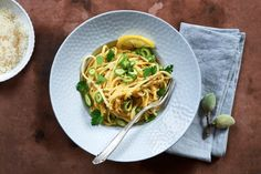 Wenige Gerichte versetzen unseren Profikoch Hans Gerlach so zuverlässig in entspannte Ferienstimmung wie »Spaghetti al limone«.Sein Rezept ist einfach - und doch kann man viel falsch machen.