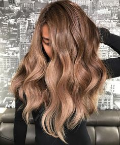 You Can Now Get The Coolest Hair Color In L. — Wherever You Live What to ask for: Rose-gold ombré What a difference a base makes. Tang used Rose Gold for this look too, but (Dyed Hair Rose Gold) Brown Ombre Hair, Brown Blonde Hair, Brunette Hair, Wavy Hair, Dark Blonde, Blondish Brown Hair, Gold Brown Hair, Messy Hair, Cool Hair Color