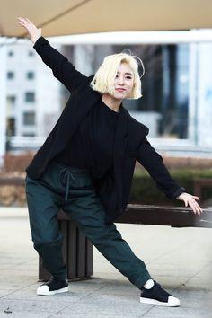 What a queen South Korean Girls, Korean Girl Groups, Seoul, Wheein Mamamoo, Queens, Jennie Blackpink, Soyeon, Beautiful Voice, Rainbow Bridge