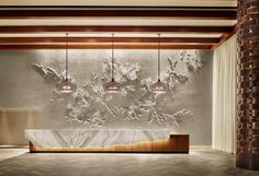 The latest luxurious trends for your new hotel lobby interiors project are here Discover more luxurious interior design ideas at brp classfirstletterScroll down for majo Hotel Lobby Design, Reception Desk Design, Lobby Reception, Office Reception, Hotel Interiors, Office Interiors, Hall Hotel, Hotel Corridor, Clinic Interior Design