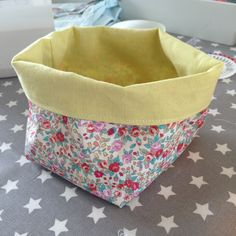 Tuto petit panier - Oror et cie Star Mobile, Baby Couture, Baby Shower, Diaper Bag, Sewing Projects, Fabric, Handmade, Image, Expo