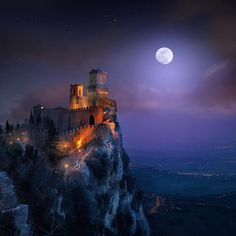 """discoverearth: """"Guaita is one of three peaks which overlooks the city of San Marino in Italy. By @ilhan1077"""""""