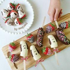 古屋も雪が降ってきました⛄ 子供たちは大喜び♡ 明日積もってるといいね… * * 弟くんお気に入りのおやつ〜♡ バナナ&いちごチョコ🍌🍓🍫 * フルーツとチョコが大好きだから… Snoopy Party, Cake Pictures, Desserts To Make, Banana Recipes, Chocolate Covered Strawberries, Aesthetic Food, Cute Food, Creative Food, Food Presentation