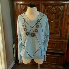 Casual shirt Very classic casual shirt gently used...just not my style needs a stylish forever home!! GAP Tops