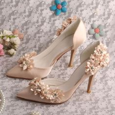 Most Amazing Colored Wedding Shoes in 2018 - Elegante Schuhe Champagne Wedding Shoes, Gold Wedding Shoes, Bridal Shoes, Bow Wedding, 2017 Wedding, Wedding Wishes, Fancy Shoes, Pretty Shoes, Me Too Shoes