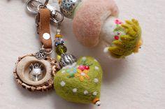 Felt Crafts Diy, Felt Diy, Wet Felting, Needle Felting, Lana, Wire Jewelry, Jewlery, Felt Keyring, Hedgehog Craft
