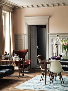 Gravity Home: Soft Pink In An Elegant And Colourful Scandinavian Home Of Fabrique Founders Home Living, Living Spaces, Living Room, Furniture Styles, Home Furniture, Decoracion Vintage Chic, Gravity Home, Classic Interior, Scandinavian Home