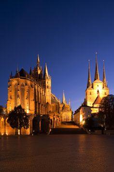 Die Landeshauptstadt Erfurt mit dem Wahrzeichen Dom und Severi-Kirche.