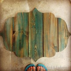 DIY Bracket-shaped Barn Board Sign {Sawdust and Embryos}