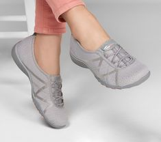 Pretty Shoes, Beautiful Shoes, Cute Shoes, Comfy Shoes, Comfortable Shoes, Casual Shoes, Sketchers Shoes Women, Skechers Relaxed Fit, Everyday Shoes