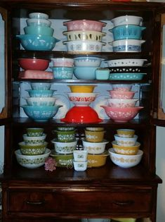 A great guide to everything Pyrex http://estatesales.org/thegoods/vintage-pyrex-101